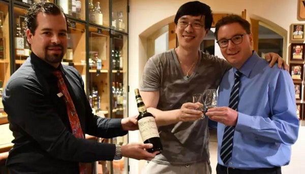 Zhang Wei and Sandro Bernasconi enjoying the bottle of vintage Scotch.