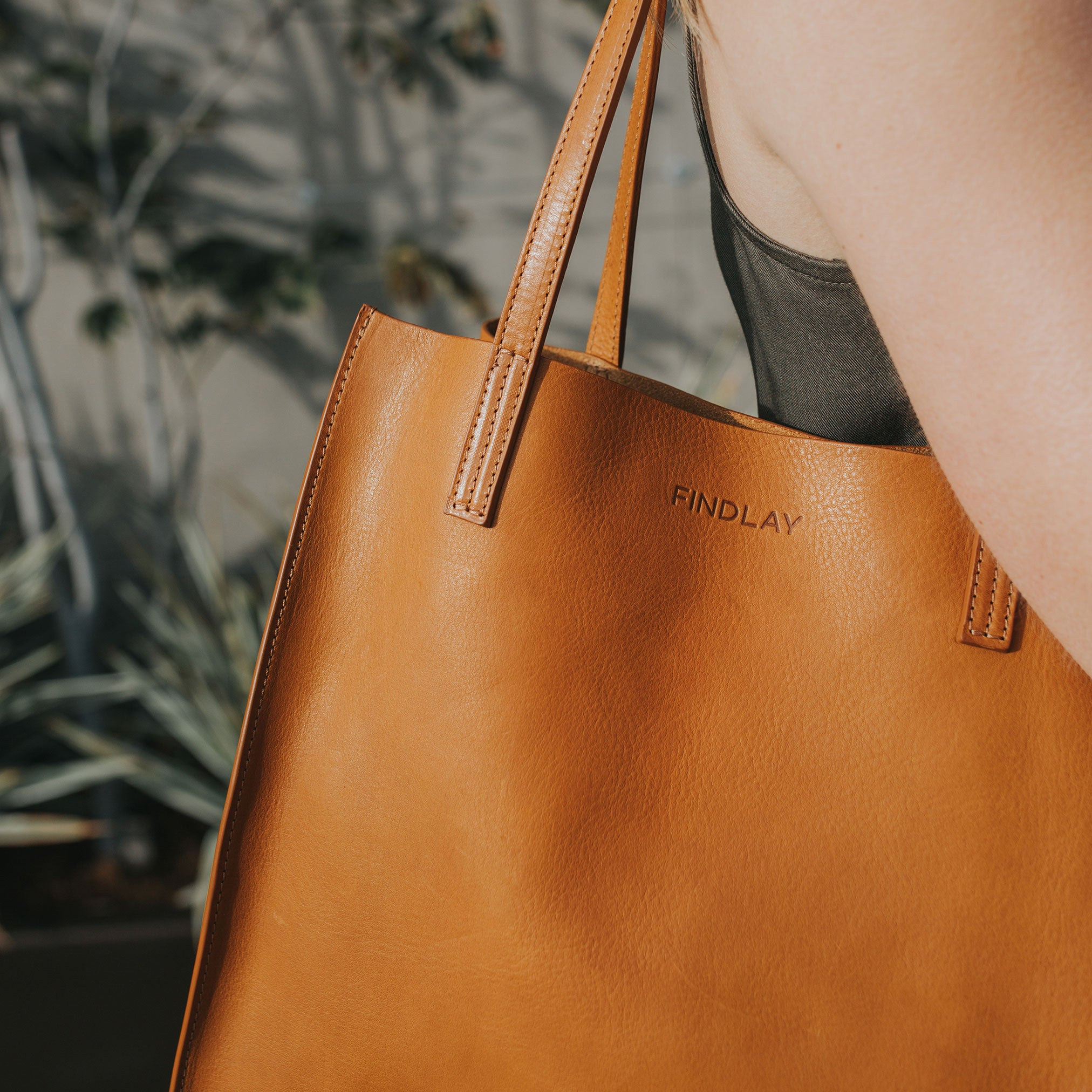 Simple Mag Tote, Camel