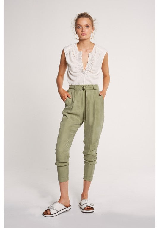 Chiappini Hi Waist Relaxed Pant With D-String Belt