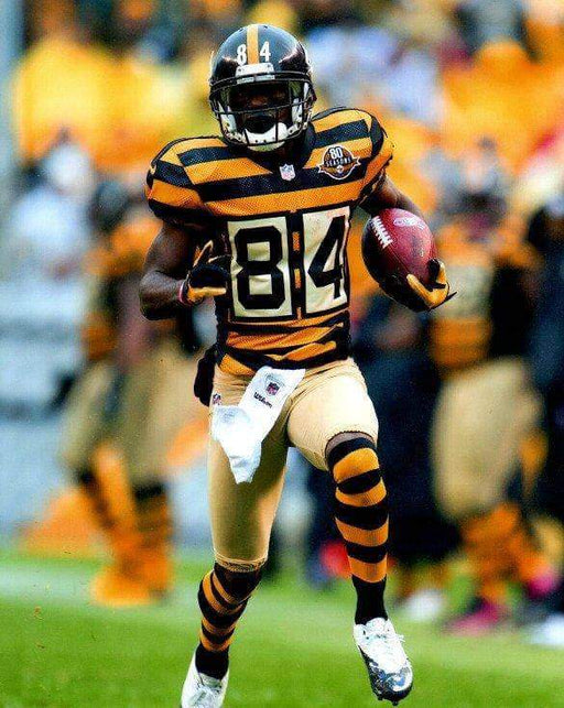 Antonio Brown Running with Ball in Bumbleebee Unsigned 8x10 Photo