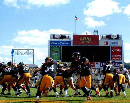 Ben hand off to Williams scoreboard in background Unsigned 8x10