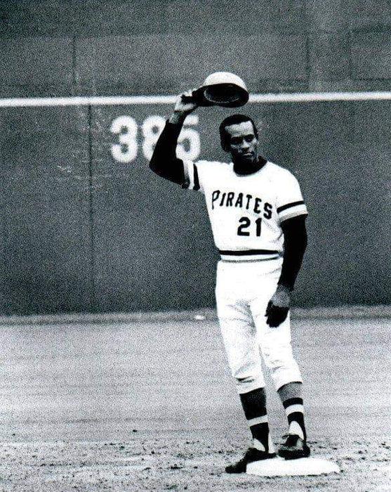 Clemente Tipping Hat Unsigned 8x10 Photo