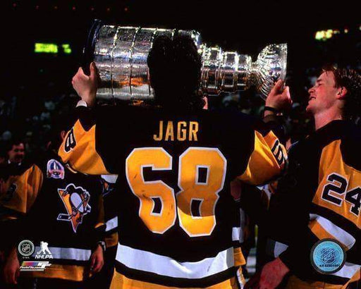 Jaromir Jagr Kissing Stanley Cup 8x10 Photo - Unsigned
