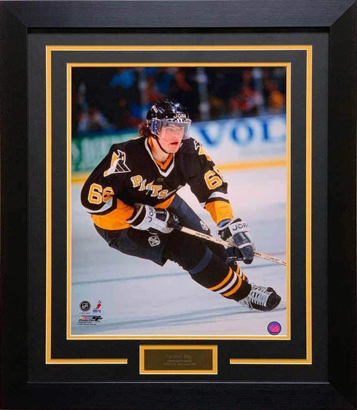 Jaromir Jagr UNSIGNED Professionally Framed Skating in Black 8x10 Photo