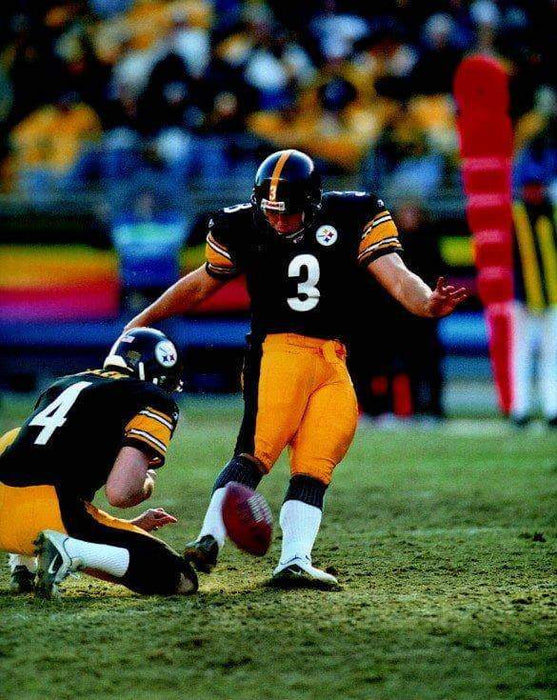 Jeff Reed Kicking in Black Unsigned 8x10 Photo