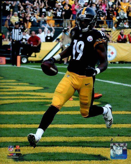 JuJu Smith-Schuster Running into End Zone in Black Unsigned Licensed 8x10 Photo