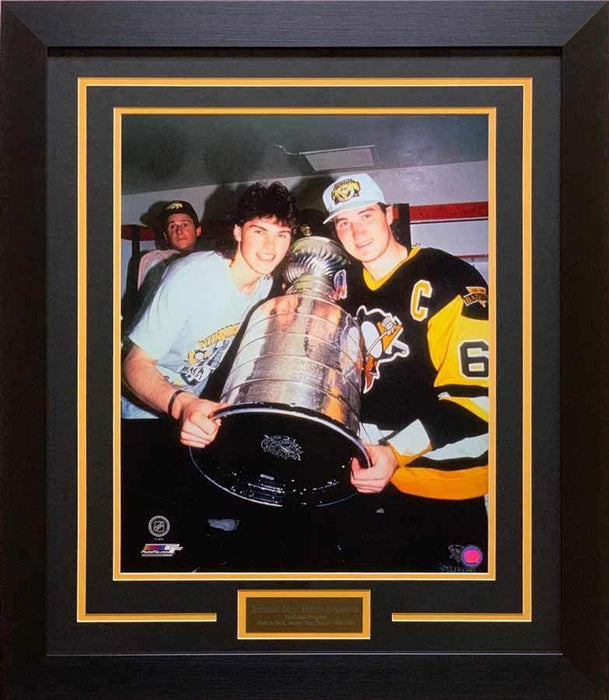 Mario Lemieux and Jaromir Jagr UNSIGNED Holding Stanley Cup 16x20 Photo - Professionally Framed