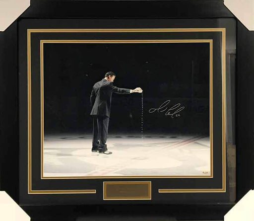 Mario Lemieux Pouring Water on Ice Signed 16x20 Photo - Professionally Framed