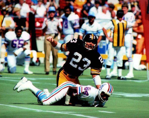 Mike Wagner tackle in black jers. Unsigned 8x10