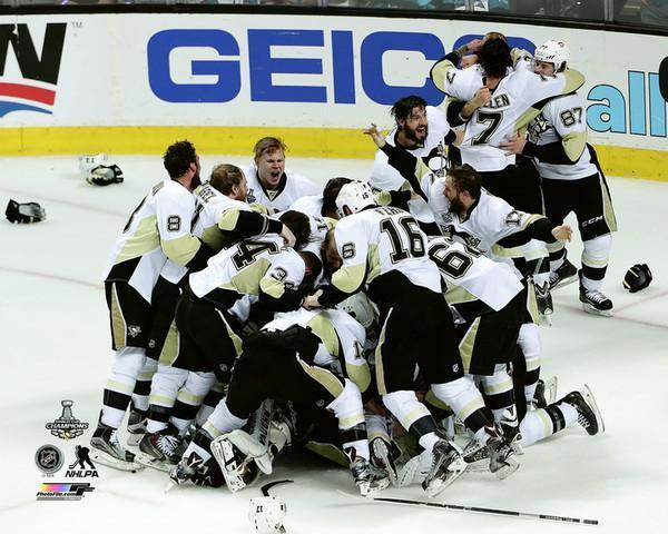 Pittsburgh Penguins 2016 Stanley Cup Team Celebration16x20 Photo - Unsigned