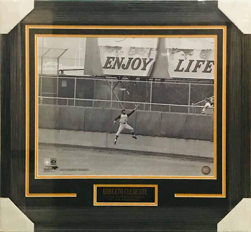 Roberto Clemente UNSIGNED Leaping Catch 16x20 Photo - Professionally Framed