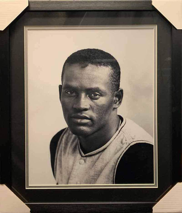 Roberto Clemente UNSIGNED Professionally Framed Close-up 16x20 Photo