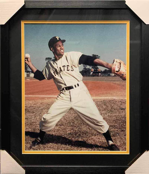 Roberto Clemente UNSIGNED Throwing Ball 16x20 Photo - Professionally Framed