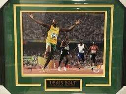 Fan Photo CELEBRITY Usain Bolt Autographed 11x14 Arms Out - Professionally Framed