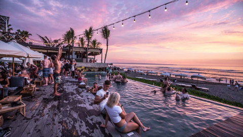 Canggu offers a lot of western style venues with Balinese touch located at the Echo beach.