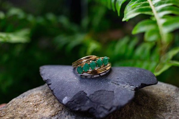 VINTAGE 5 OVAL EMERALD GOLD RING
