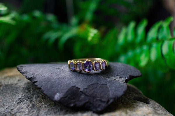 VINTAGE 5 OVAL STONE AMETHYST GOLD RING