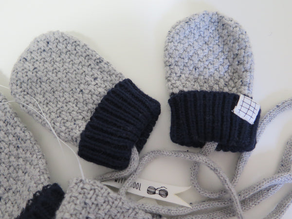 Carrement Beau navy & grey hat/scarf/mittens set