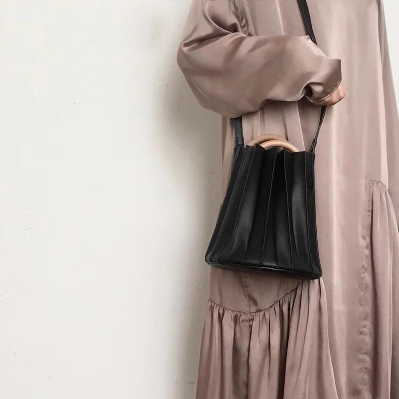 Fashion Three-Dimensional Pleated Wooden Ring Crossbody Bag