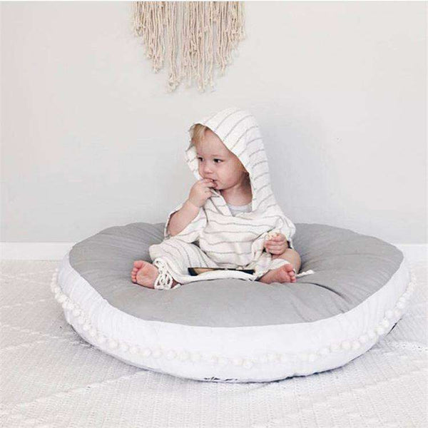 Thicken Round Shape Pom Pom Décor Rug Creeping Carpet Washable Rug for Newborn Baby- Gray