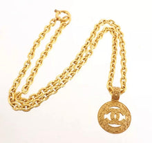 Load image into Gallery viewer, Vintage Chanel nacklace 94A Arabesque Pattern Long Chain