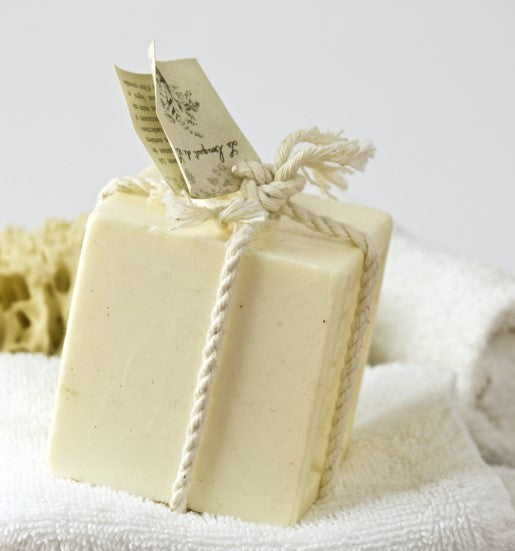 nATURAL ORGANIC PLASTIC FREE SOAP BAR ON TOWEL