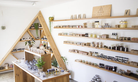 NO TOX LIFE SHELVES WITH PRODUCTS