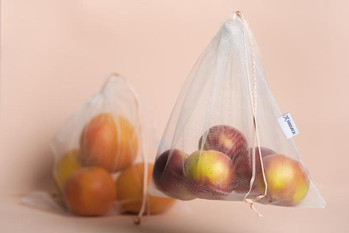 2 reusable but also COMPOSTABLE produce bag to carry your fruits and vegetables directly from the shop to your fridge. Peach trim version.