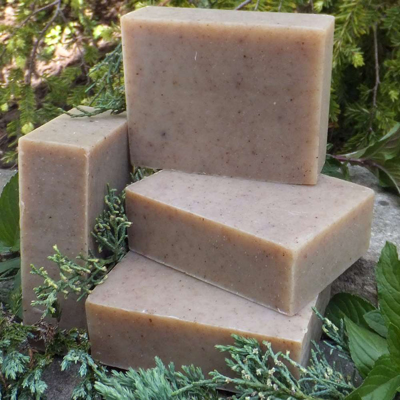 Organic soap bar that mix the fabulous scent of spearmint and juniper berry, known to treat eczema, great for oily skin and for clearing problem skin.