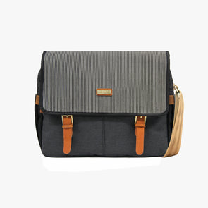 PRE-ORDER for delivery on August 15 Cierto Messenger Bag - Black Ramit