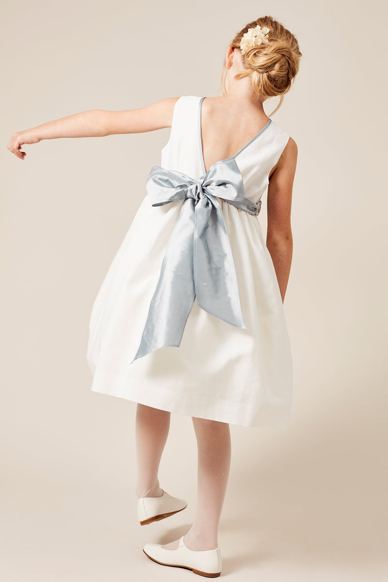 Sleeveless flower girl's dress with blue silk sash