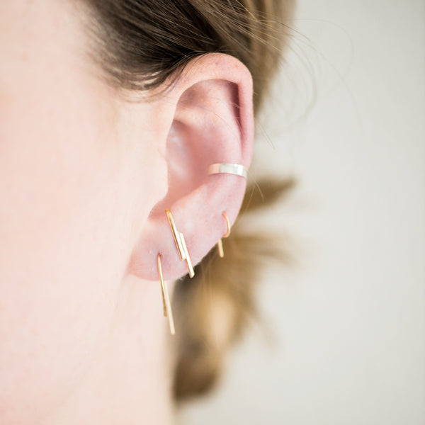 MINI HAMMERED THREAD EARRING