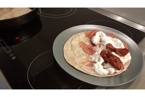 Piadina with sundried tomatoes and stracciatella