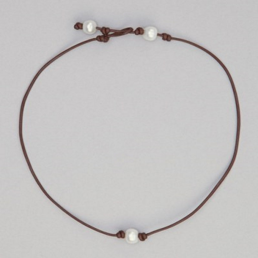 gcn11 Girls Pearl Necklace on Brown Leather
