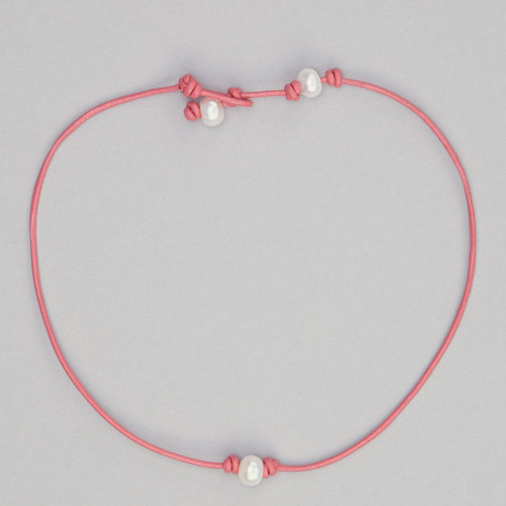 gcn10 Girls Pearl Necklace on Pink Leather
