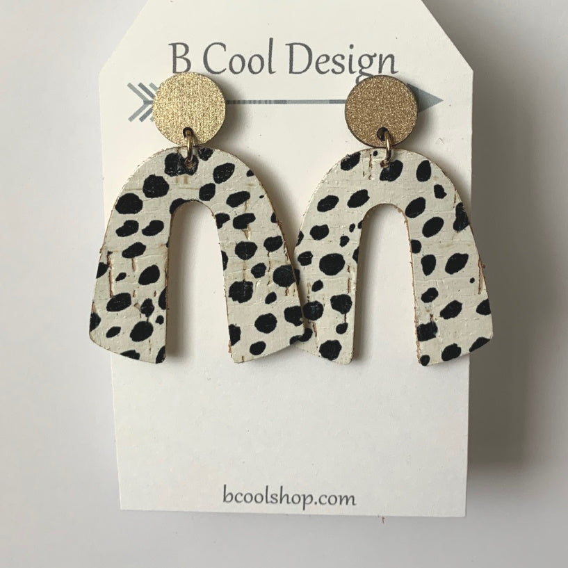 sl07-Signature Arch Cheeta Cork Earring
