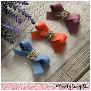 Felt tie bow with glitter middle