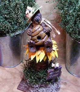 Prim Clay Sculpted Honey Bee Bear With Flowers