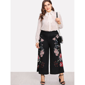 Plus Size Botanical Print Wide Leg Pants in Black