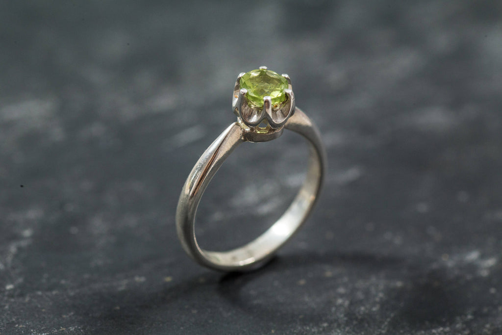 Peridot Ring, Natural Peridot, Green Dainty Ring, August Birthstone, Green Diamond Ring, Green Stackable Ring, August Ring, Real Silver Ring