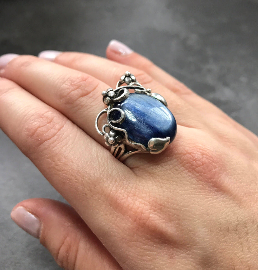 Kyanite Ring, Blue Kyanite, Natural Kyanite, Flowers Ring, Blue Kyanite Ring, Large Stone Ring, Large Kyanite, Vintage Ring, Silver Ring