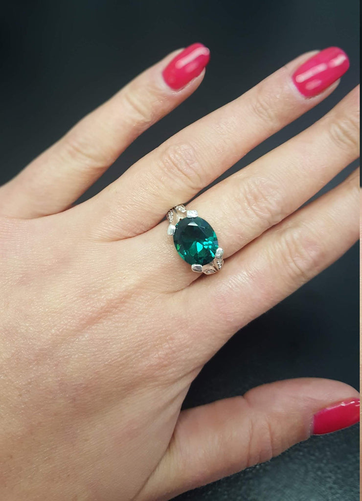 Emerald Ring, Vintage Emerald Ring, Emerald Green Ring, Created Emerald, Vintage Rings, Vintage Silver Ring, Horizontal Ring, Horizontal Gem