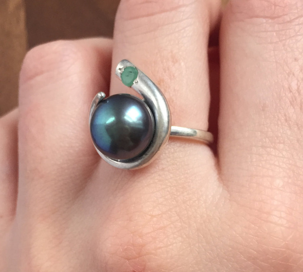 Black Pearl Ring, Natural Emerald, Natural Pearl, Vintage Pearl Ring, Birthstone Ring, May Birthstone, June Birthstone, Pearl and Emerald