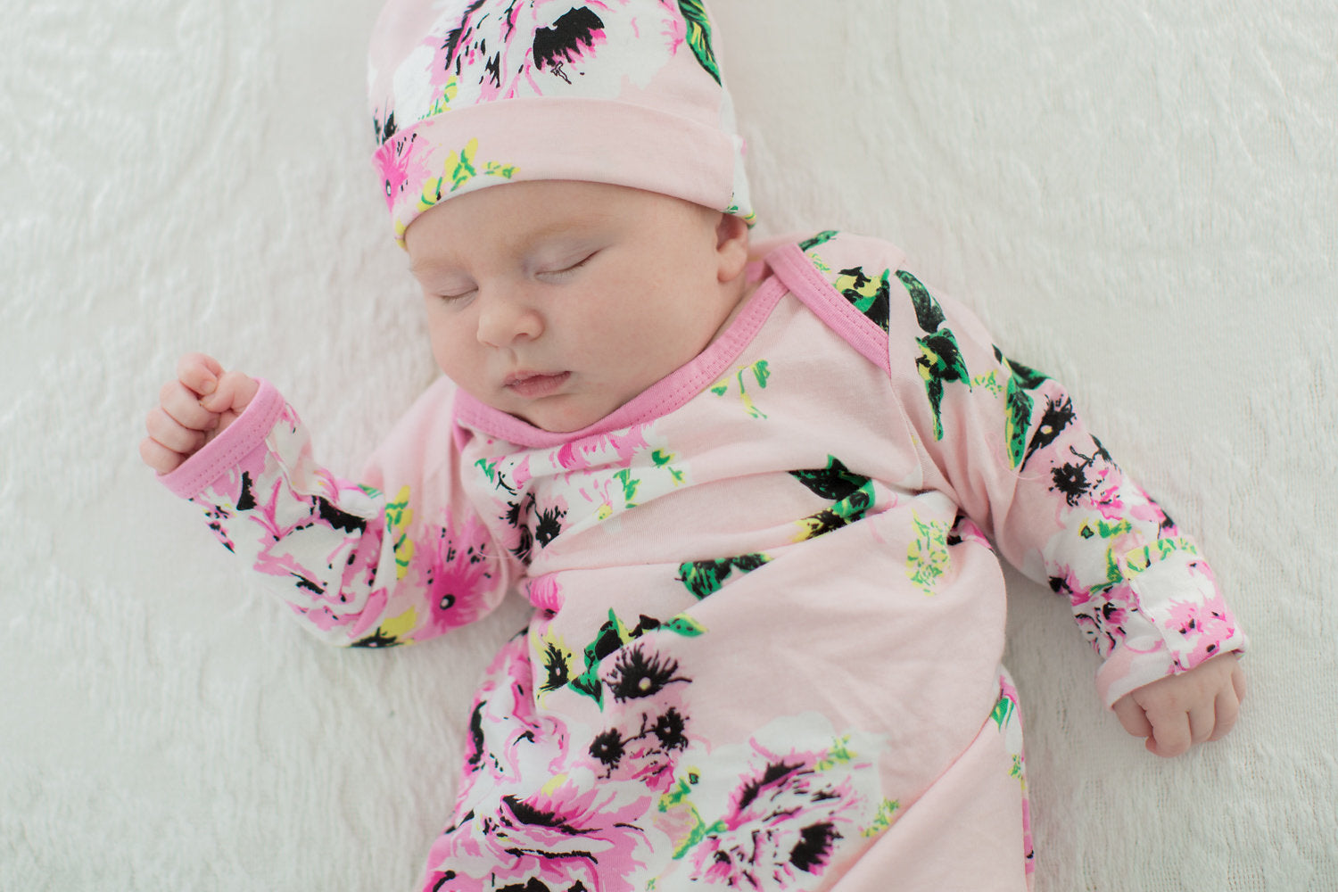 d9ddc70dbfa Amelia Floral Baby Coming Home Outfit and Matching Newborn Hat – Gownies