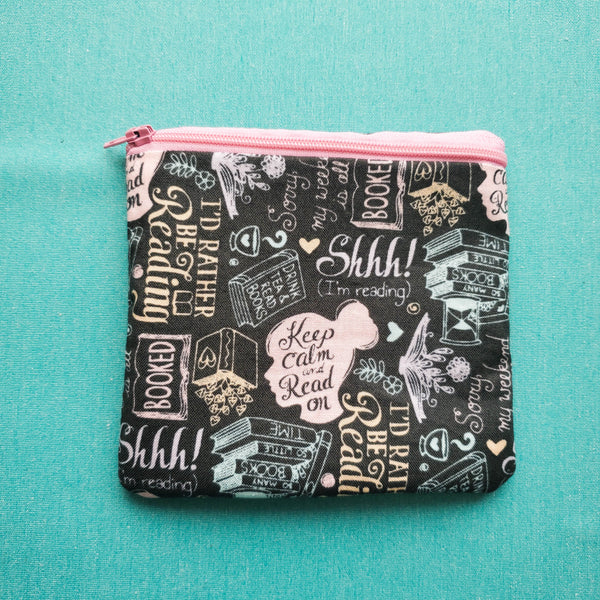 Keep calm and read on, zipper pouch