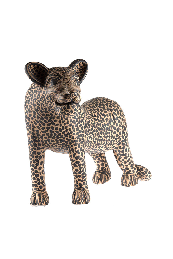 Jaguar Chico (parado)