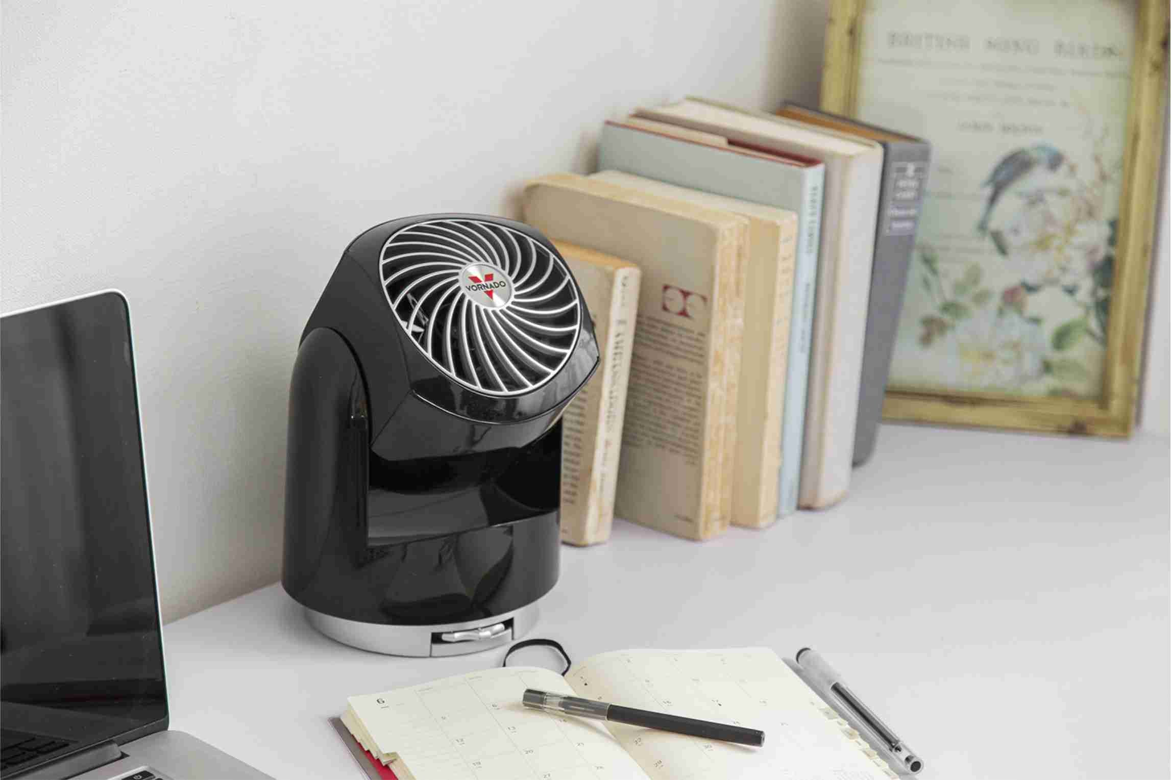 Black Vornado Flippi V8 Oscillating Air Circulator Personal Desk Fan