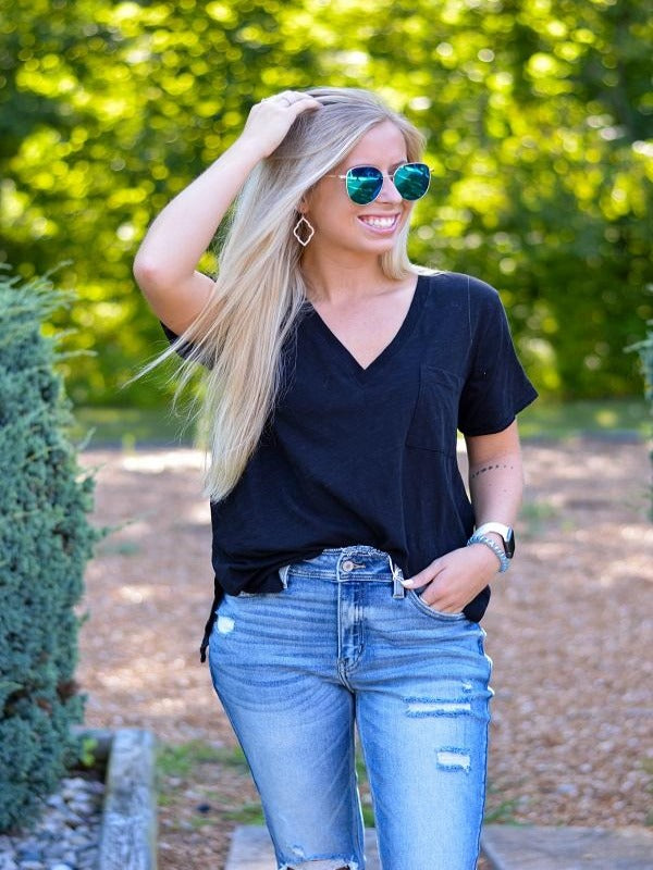Dee Black Basic V-Neck Tee