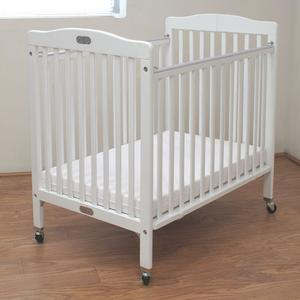 L.A. Baby Compact Folding Wood Commercial Crib - lisa rankin