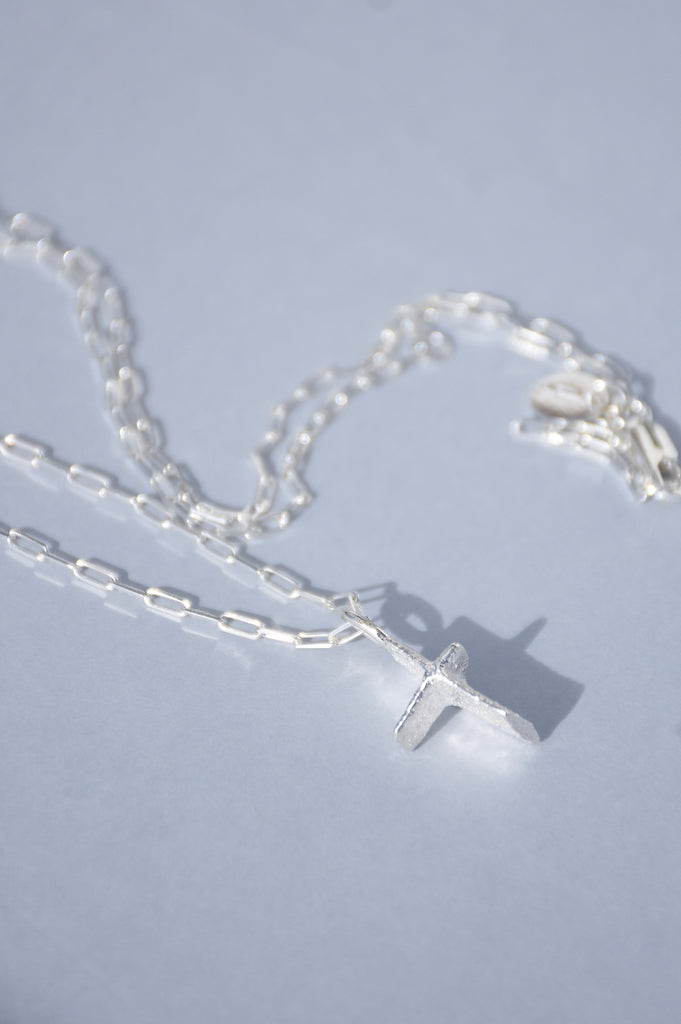 SILVER PIRATA CROSS PENDANT NECKLACE